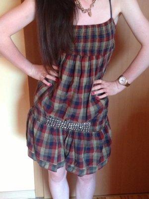 kurzes kariertes Kleid von Zara