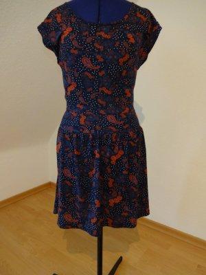 kurzes Kleid im Paisley-Muster von Review