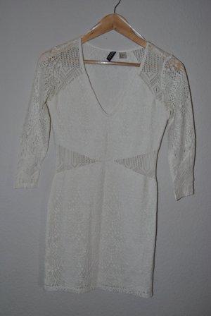 Kurzes Kleid in Häkeloptik, weiß