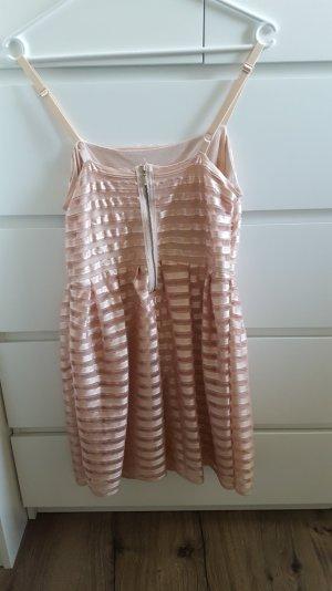 Kurzes kleid in rose