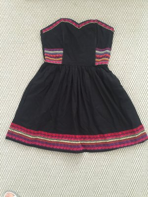 Kurzes Kleid in schwarz