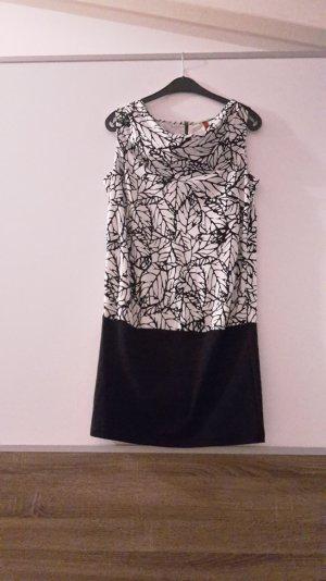 Kurzes Kleid mit enganliegendem Rock
