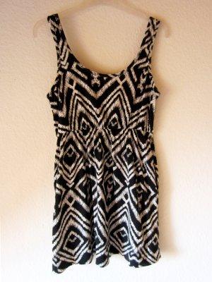 Kurzes Kleid mit Ethno-Print & Einschubtaschen
