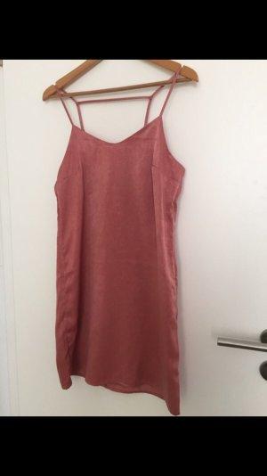 Kurzes Kleid mit spannendem Rücken