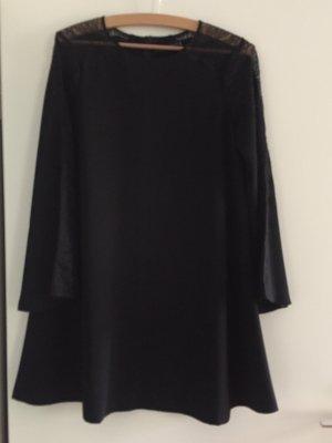 Kurzes Kleid mit spitzeneinsatz von Zara
