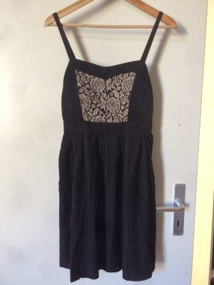 Kurzes Kleid mit Stickerei von  Even&Odd