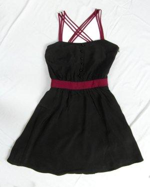 Kurzes Kleid, schöner Rücken