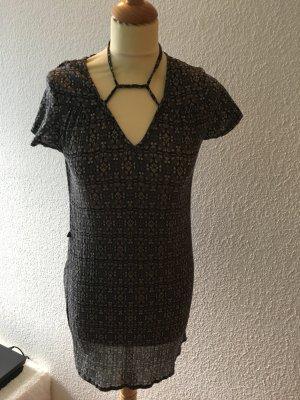 Kurzes Kleidchen mit schnüren