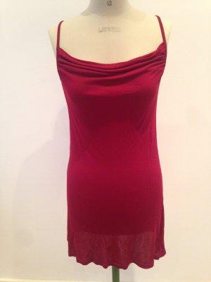 Kurzes Kleidchen mit Wasserfallausschnitt
