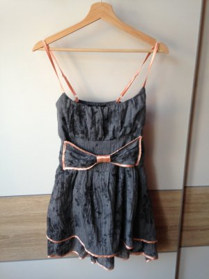 Kurzes leicht ausgestelltes Kleid