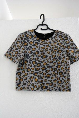 Kurzes Leopardenshirt in grau orange schwarz Tierprint Blogger Cropped