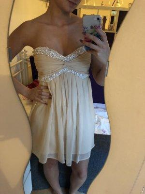 Kurzes Nude Kleid mit Perlen