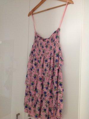 Kurzes rosafarbenes Kleid