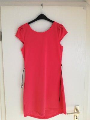 Kurzes, rotes Kleid