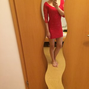 Kurzes rotes Kleid in 34