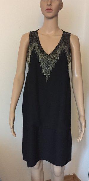kurzes schwarzes Abendkleidchen