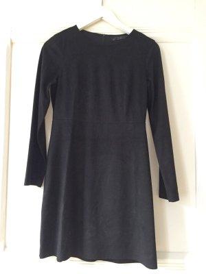 Kurzes, schwarzes Kleid