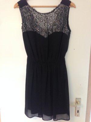 Kurzes schwarzes Kleid mit Pailletten