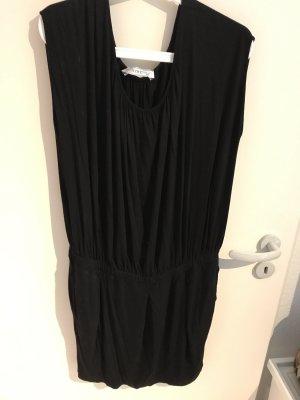 Kurzes, schwarzes Kleid von Intrend