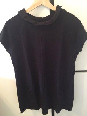 Kurzes schwarzes Kleidchen