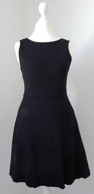 kurzes schwarzes Sommerkleid