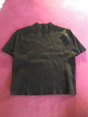 kurzes Schwarzes T-Shirt