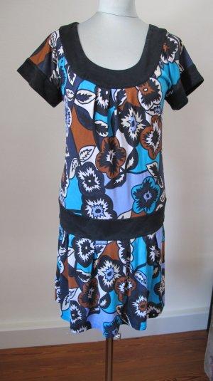 Kurzes Sommerkleid aus Seide