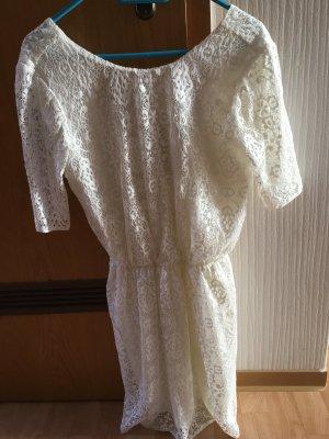 Kurzes Sommerkleid aus Spitze