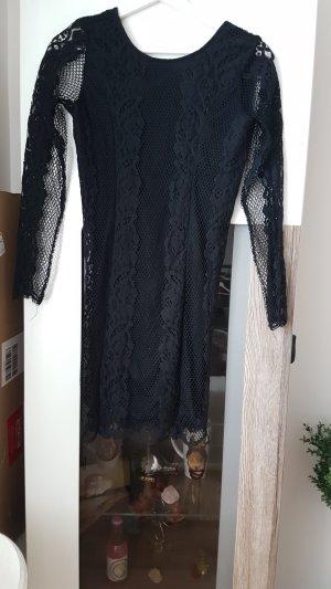 Kurzes Spitzen Kleid mit tiefem Rücken