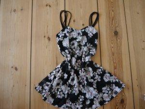 kurzes Spitzen Sommerkleid weiße Blumen