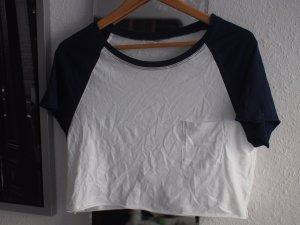 Kurzes T-Shirt mit Tasche und Kontrastärmeln