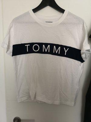 Kurzes T-shirt von Tommy Hilfiger