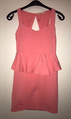 Kurzes Trägerkleid mit tollem Rückenausschnitt von Bershka in rosa