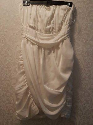 kurzes weißes Kleid