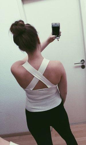 Kurzes weißes Top mit toller Rückenoptik