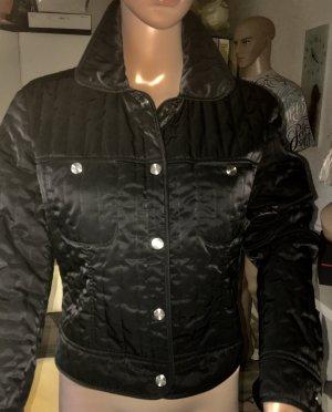 Kurzjacke von der Marke Laurel, Farbe schwarz