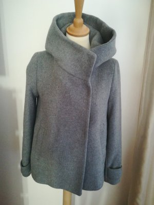 Zara Basic Chaqueta de invierno gris claro