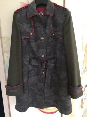 Kurzmantel aus Wolle mit Uniformdetails