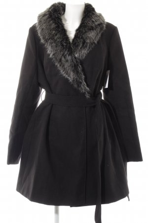 Abrigo corto negro-gris claro look casual