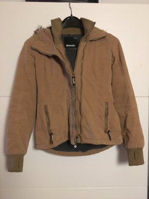 Kuschelige Bench-Jacke. Perfekt für den Herbst.