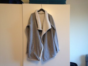 Kuschelige graue Jacke