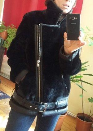 Kuschelige schwarze Faux Fur Bikerjacke aus Kunstfell