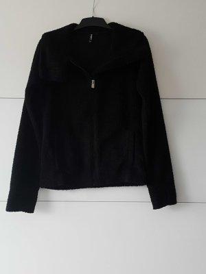 kuschelige schwarze Jacke