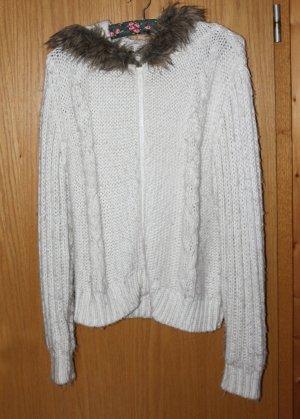 Kuschelige warme weiße Strickweste mit Zopfmuster, Kapuze und Fellkragen, Gr. L