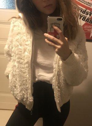 Kuschelige weiße Jacke