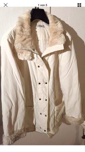 Kuschelige weiße Winterjacke oder Übergang
