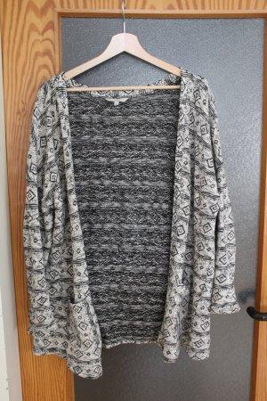 Kuscheliger Cardigan mit geometrischem Muster, schwarz weiß, Größe M