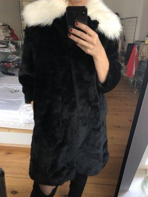 Manteau de fourrure noir-blanc