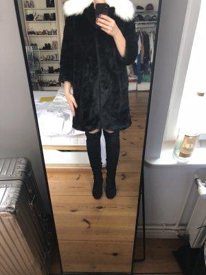 Pelt Coat black-white