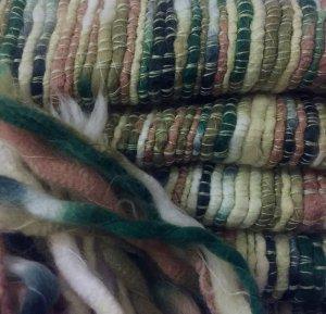 Kuscheliger, grüner Wollschal für den Winter